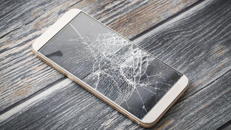 Telefonun İç Ekranı Nasıl Kırılır